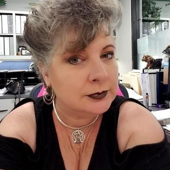 Fiffie, Frau 57 jahre alt sucht einen Mann