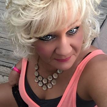 Watschie, Frau 59 jahre alt sucht einen Mann