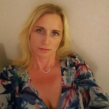 Bärbel, Frau 49 jahre alt sucht einen Mann